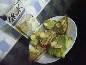 Bruschette al pesto di melanzane e zucchine