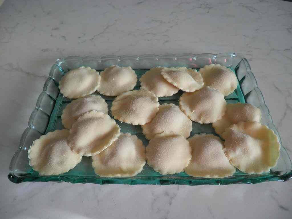 Ravioli ripieni di Dolcemagro e patate con burro e salvia