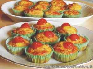 Muffin salati ai peperoni e pancetta