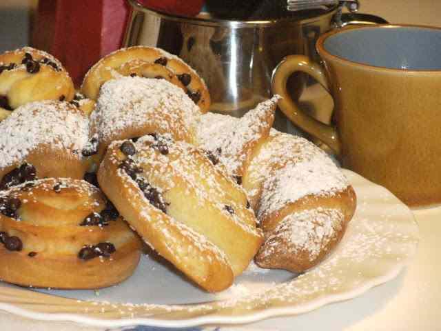 A colazione con ventagli, cornetti e girelle