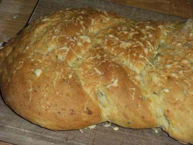 Ricetta: Una treccia con patate e formaggio, delizia salata