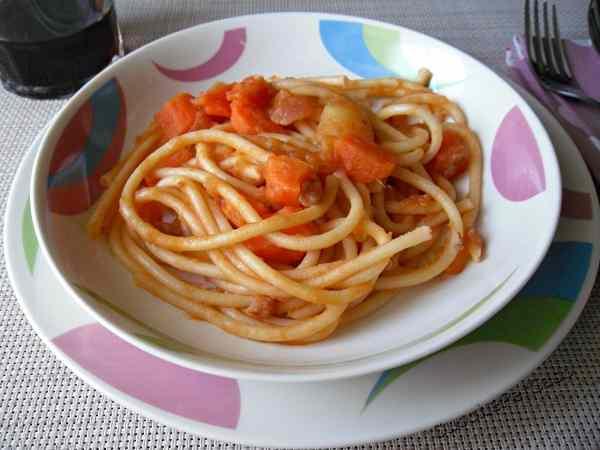 Bucatini al sugo di carote e patate