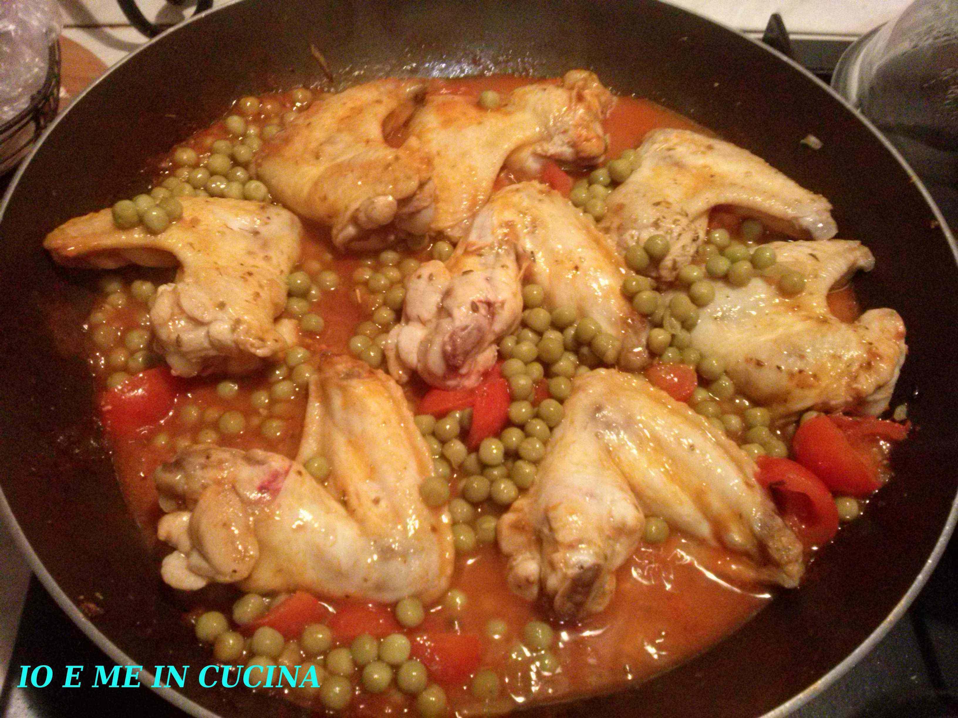 Alette di pollo con pomodorini e piselli