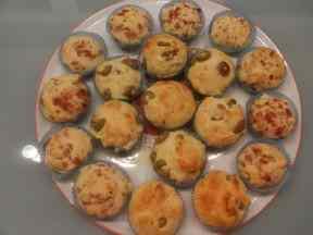 Ricetta: Muffin salati con prosciutto e olive