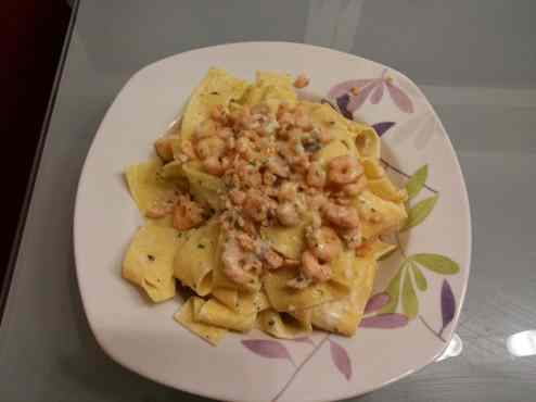 Ricetta: Pasta vodka, salmone e gamberetti