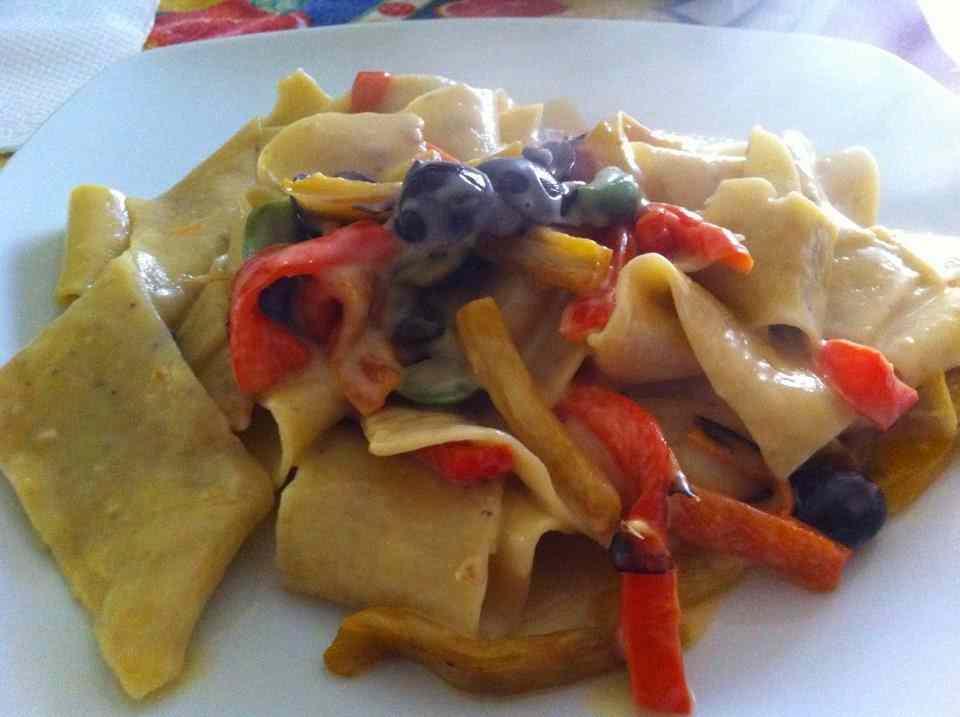 Ricetta: Pappardelle ai pistacchi con peperoni