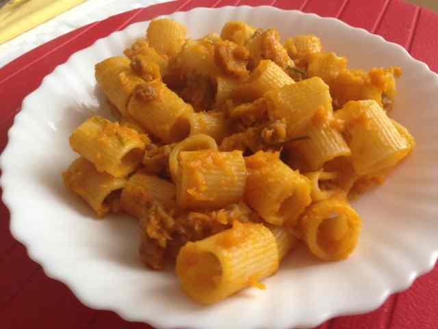 Ricetta: Maccheroni con zucca e salsiccia