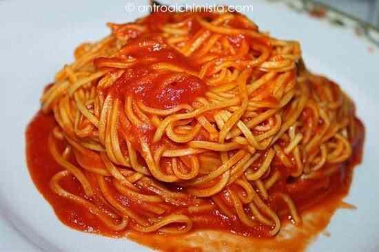 Ricetta: Fini fini al sugo di pomodoro e basilico
