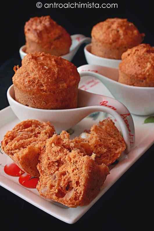 Ricetta: Muffins di farina integrale e farina di farro con sgombro e cipolla