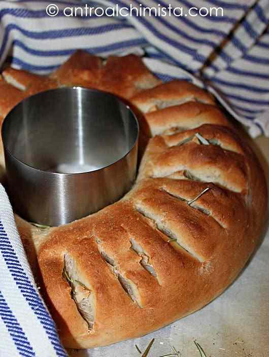 Ricetta: Corona di pane alle erbe aromatiche con farina di kamut e farina integrale