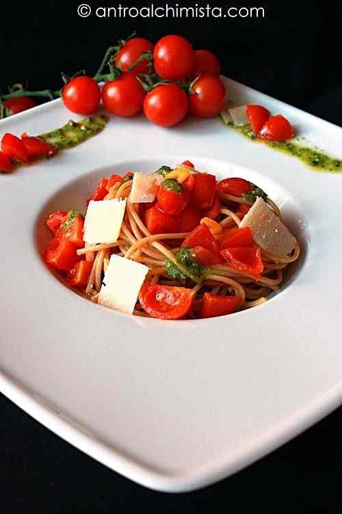 Ricetta: Spaghetti Integrali con ciliegino di pachino Igp, pesto e petali di grana