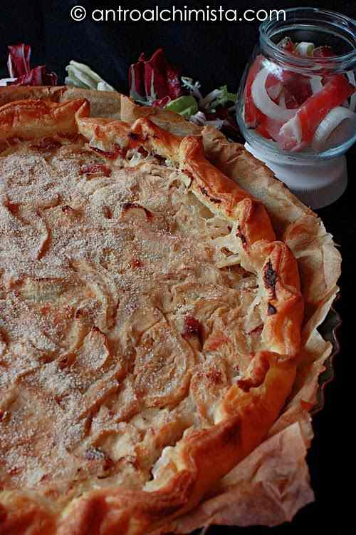 Ricetta: Torta rustica di cipolle, gorgonzola e speck al balsamico