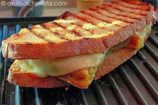 Ricetta: Panino Casereccio con Frittata e Pecorino