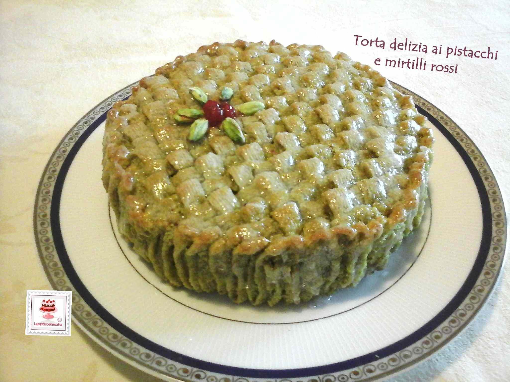 Ricetta: Torta delizia ai pistacchi, marmellata di mirtilli rossi e cioccolato