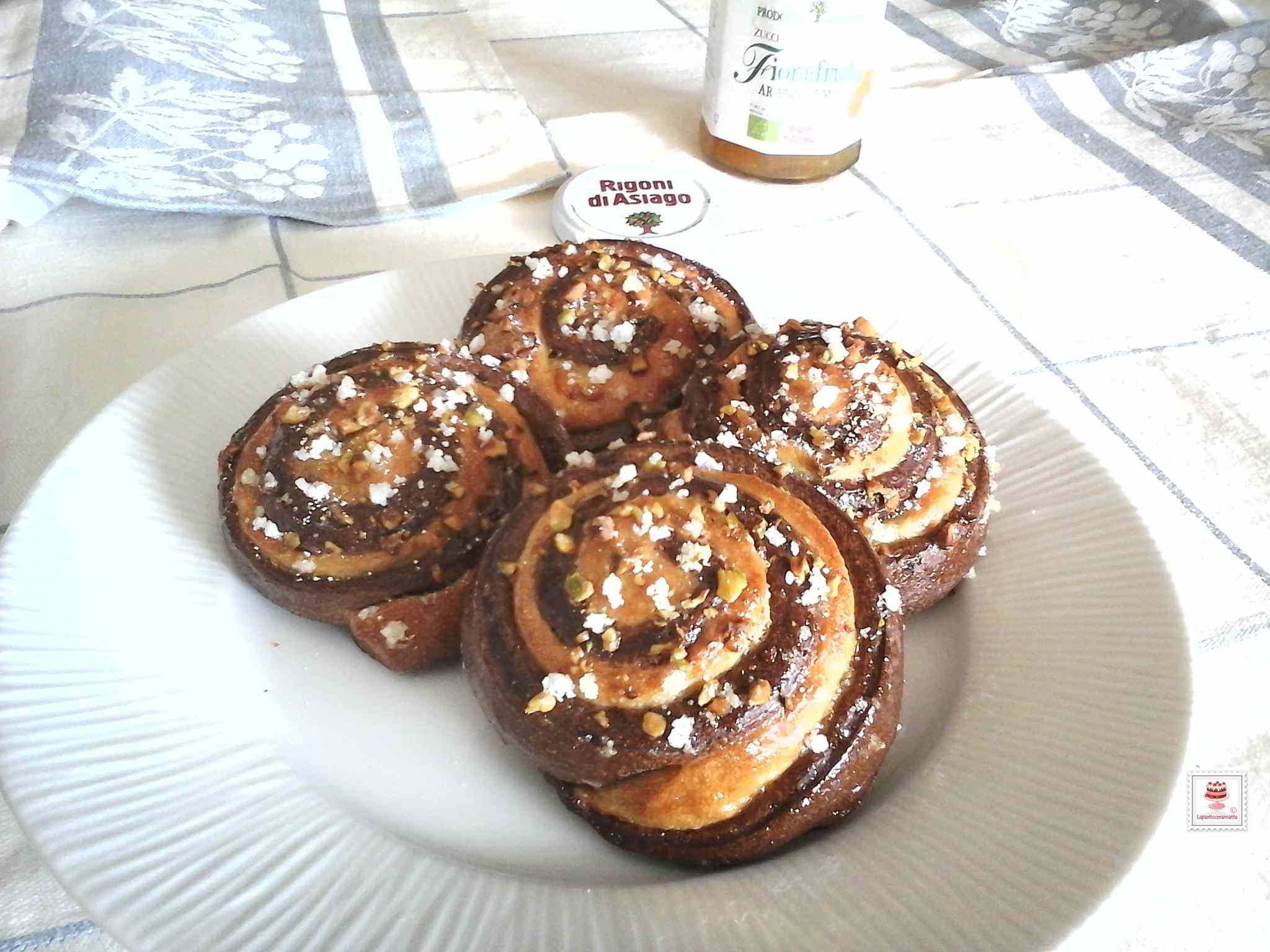 Ricetta: Girelle bicolore al cacao con lievito madre e marmellata di arance amare biologica