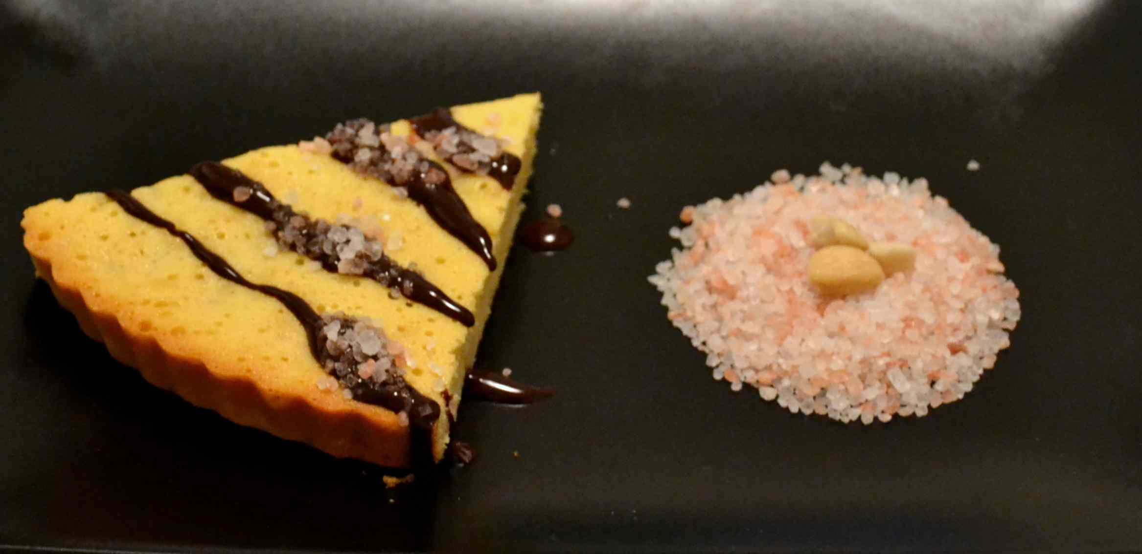 Torta caprese bianca con variante (limoncello,cioccolato bianco,sale rosa dell'Himalaya)