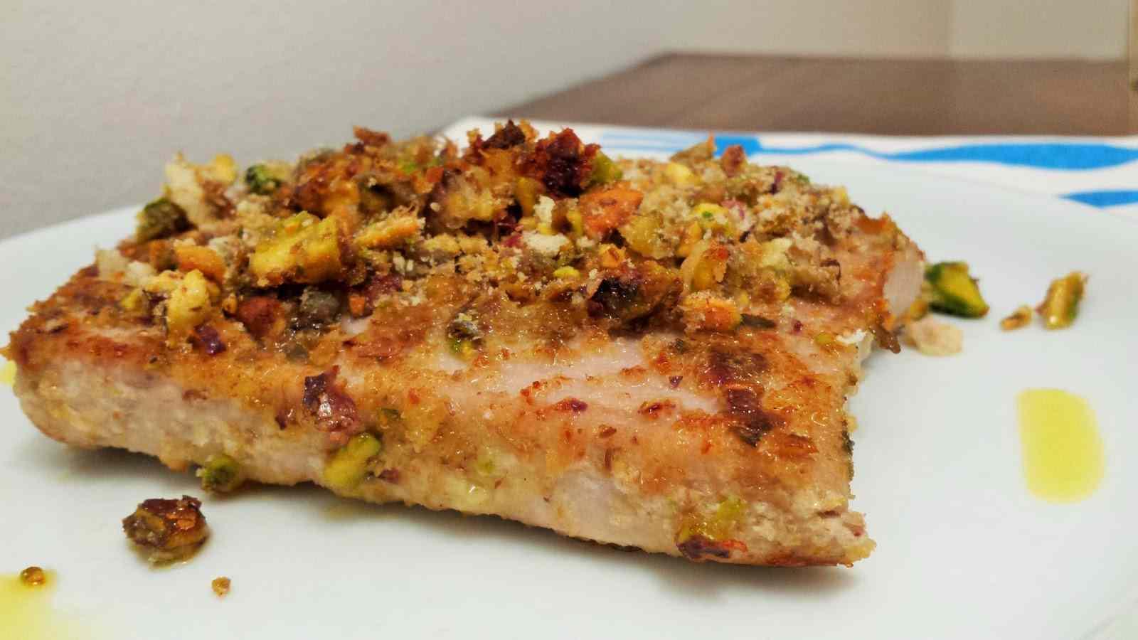 Ricetta: Tagliata di tonno in crosta di capperi e pistacchi