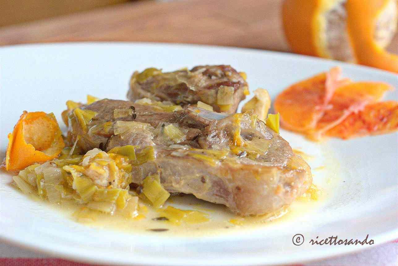 Ricetta: Agnello in coccio con arancia e porri