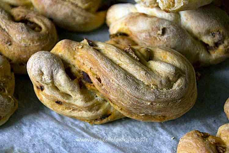 Ricetta: Treccine di pane al latte con pomodori secchi