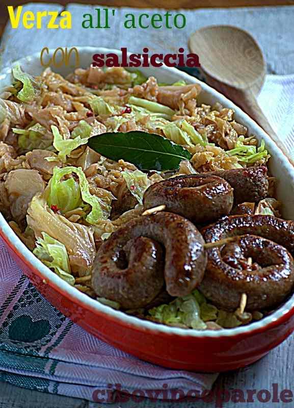 Ricetta: Verza stufata all'aceto con salsiccia