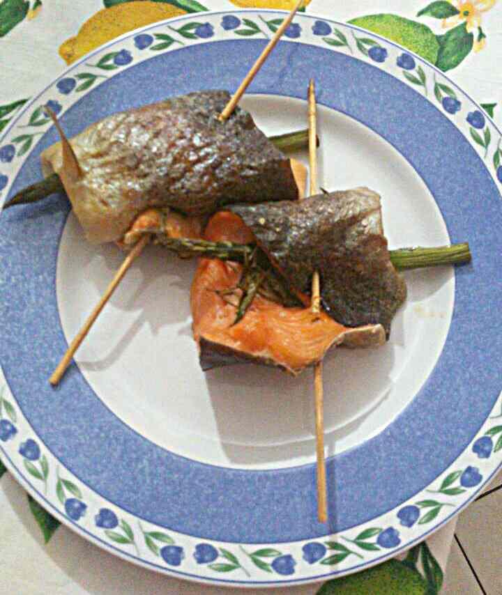 Ricetta: Involtini di trota iridea ed asparagi