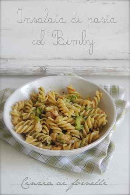 Ricetta: Insalata di pasta con pesto, zucchine e gamberetti col Bimby