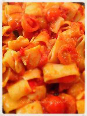 Ricetta: Calamarata con pomodorini, tonno e peperoni