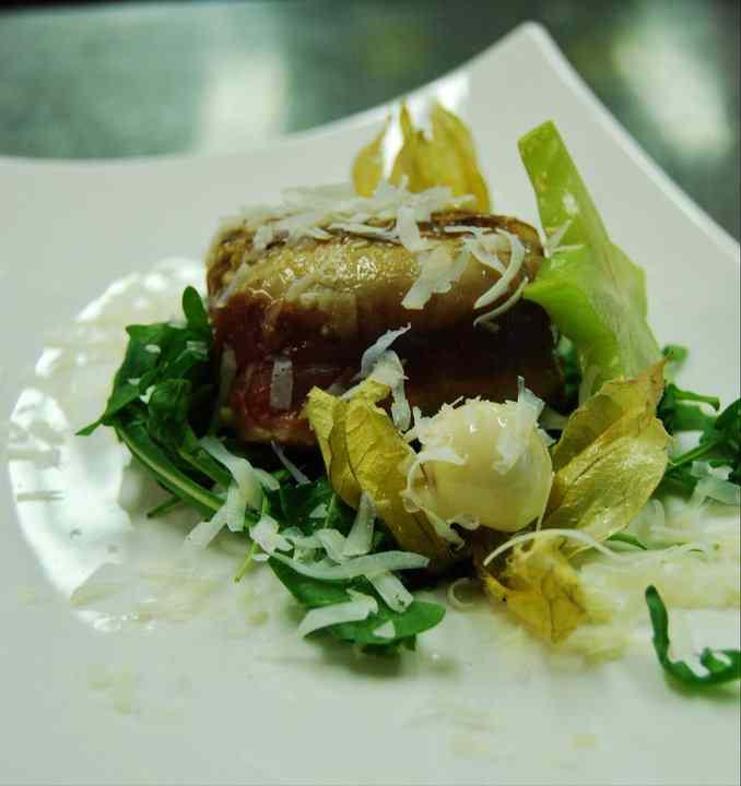 Filetto del grigio del casentino con verdure croccanti e filange di ricotta salata