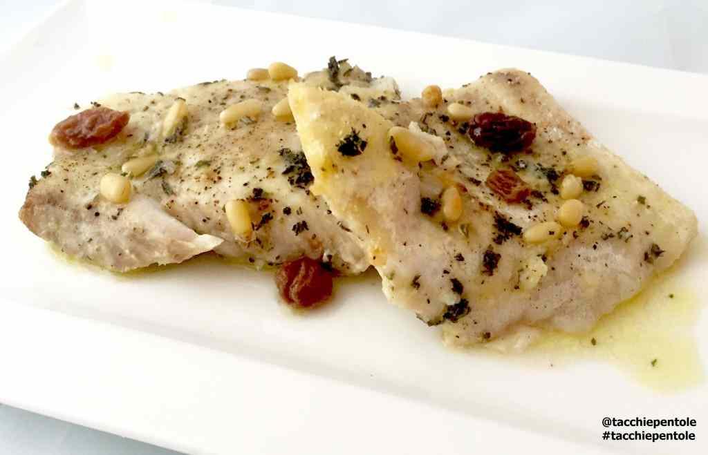 Ricetta: Filetti di pesce persico al forno con uvetta, pinoli ed erbe aromatiche