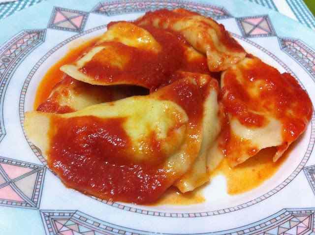 Ricetta: Mezzelune con noci e mozzarella di bufala