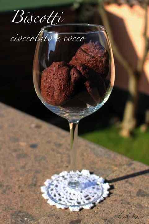 Ricetta: Biscotti al cioccolato e cocco