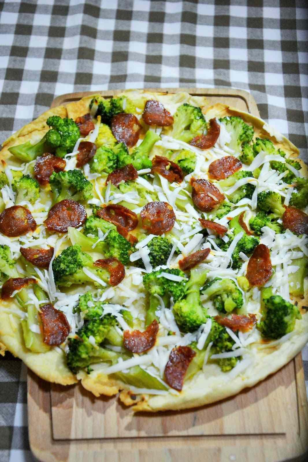 Ricetta: Schiacciata ai broccoli, ricotta salata e salame piccante