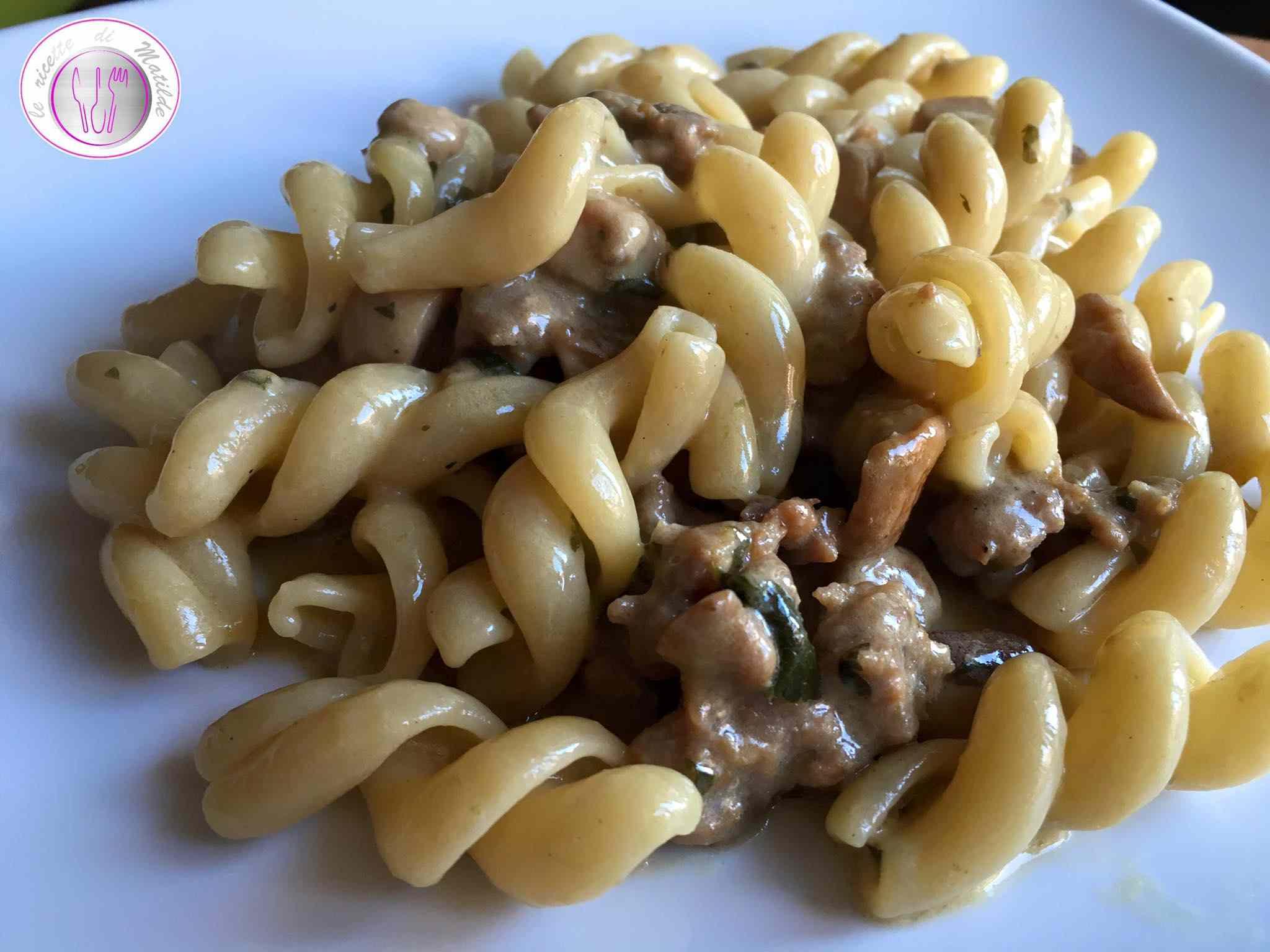 Ricetta: Pasta con funghi porcini e salsiccia