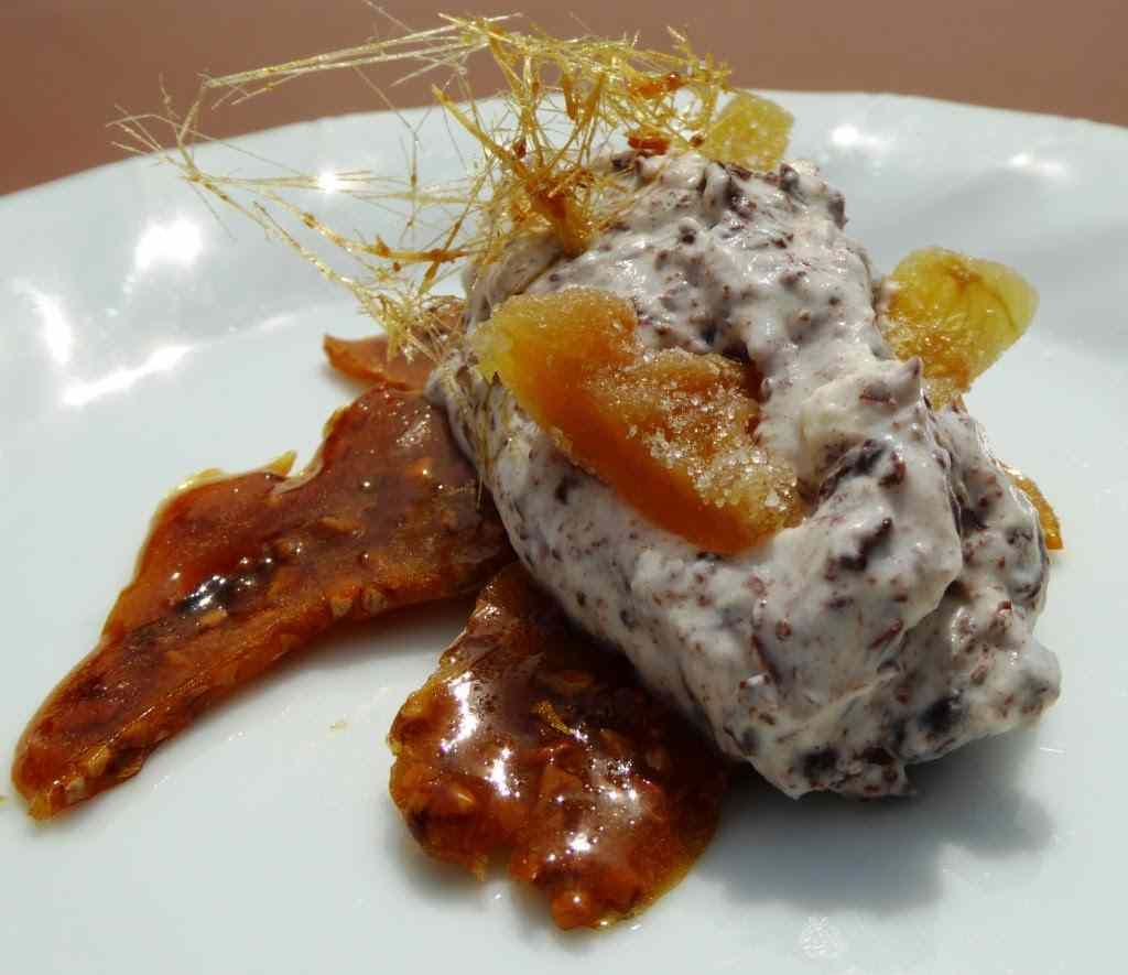 Ricetta: Quenelle di panna e ricotta con zenzero cristallizzato su croccante alla nocciola