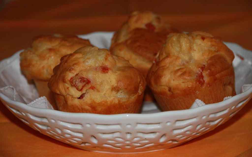 Muffin salati pomodorini e caciocavallo