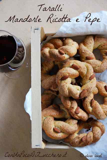 Ricetta: Taralli mandorle, ricotta e pepe