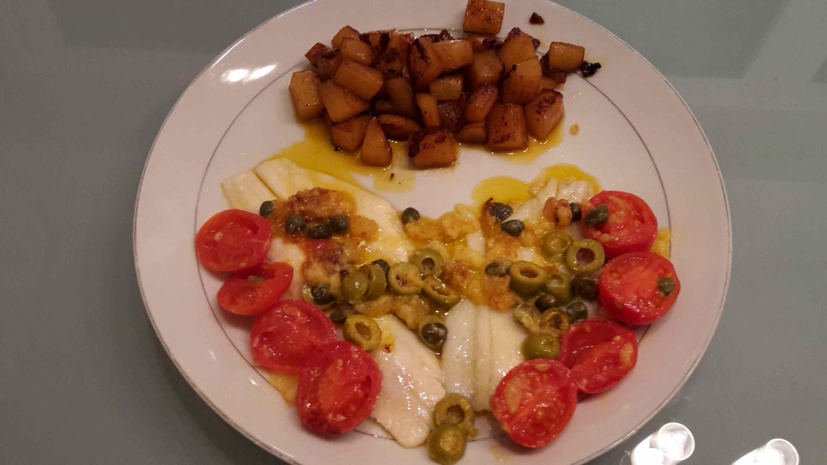 Filetti di platessa saporiti con patate alla paprika
