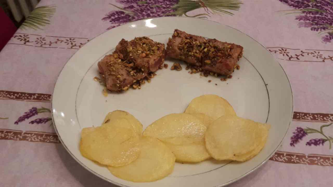 Filetto di tonno impanato ai pistacchi