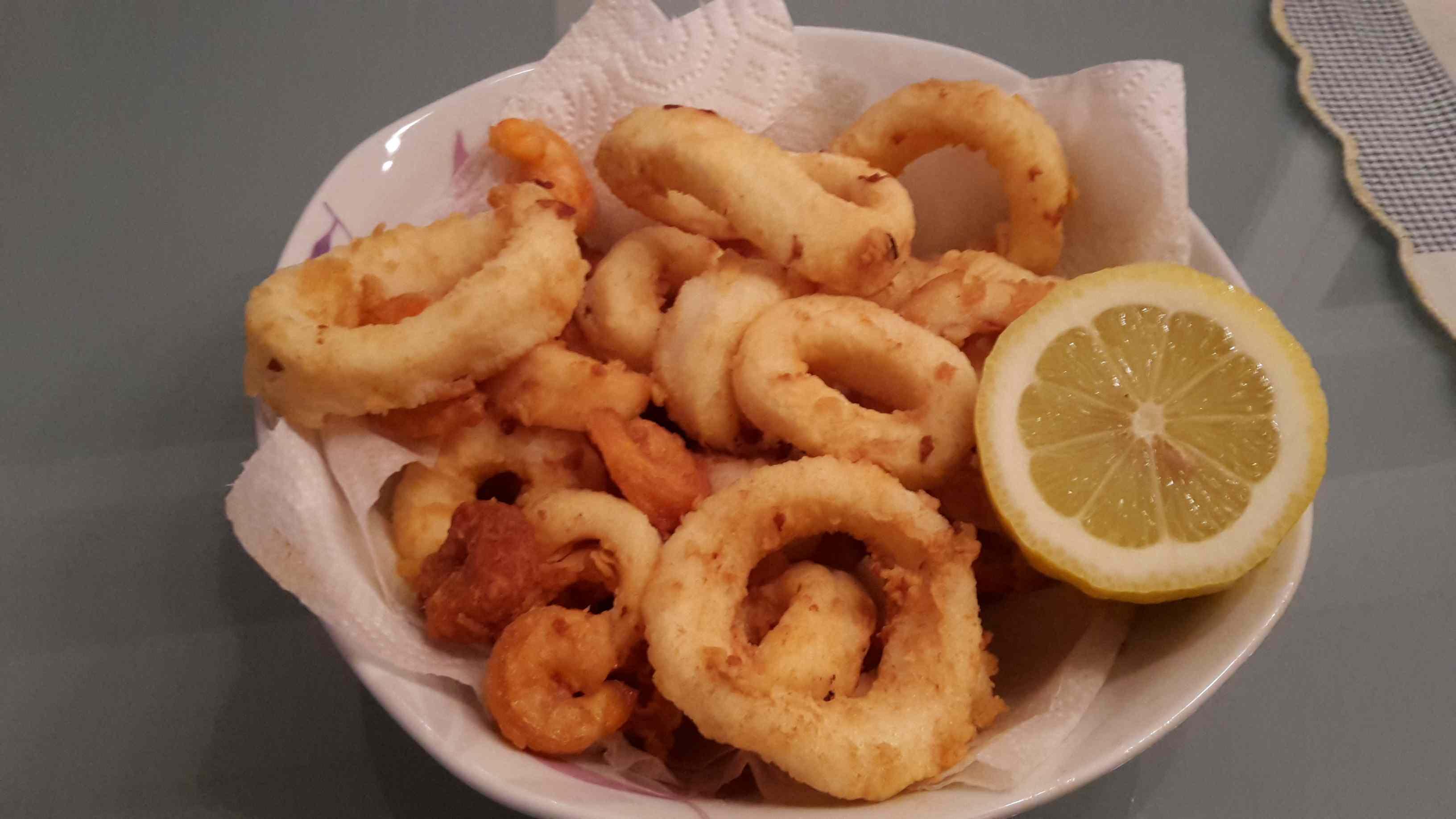 Fritto misto di gamberi e calamari