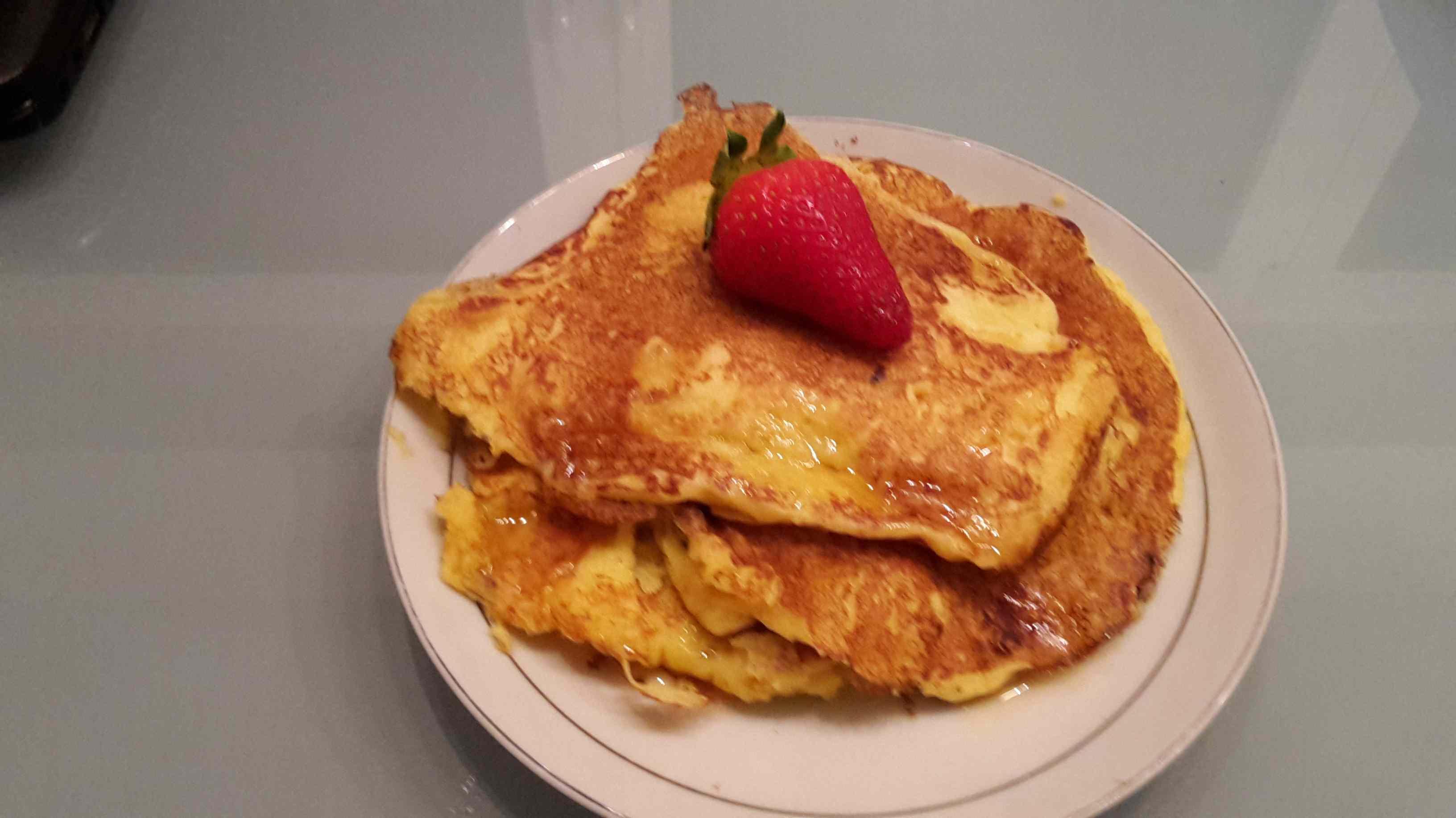 Pancakes con sciroppo d'acero e fragole