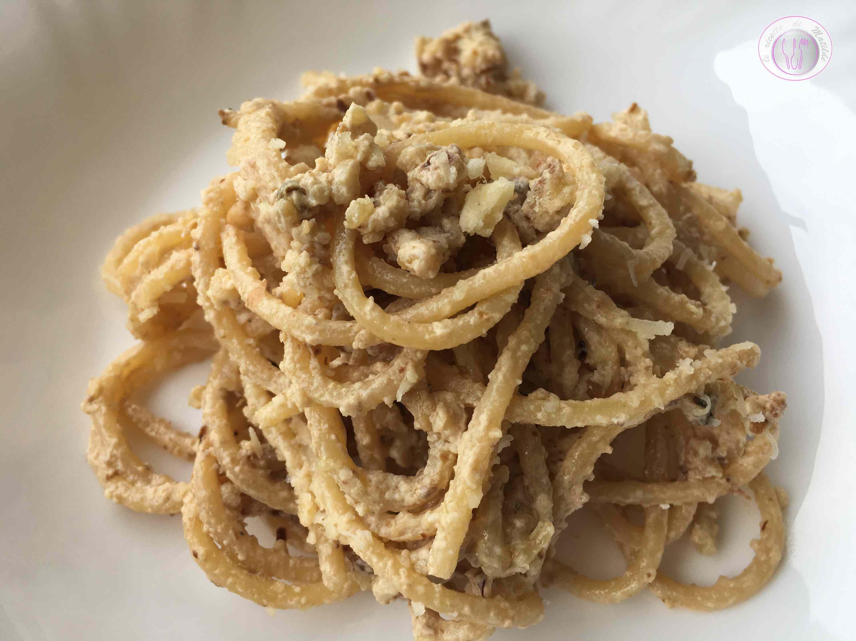 Spaghetti con noci e gorgonzola