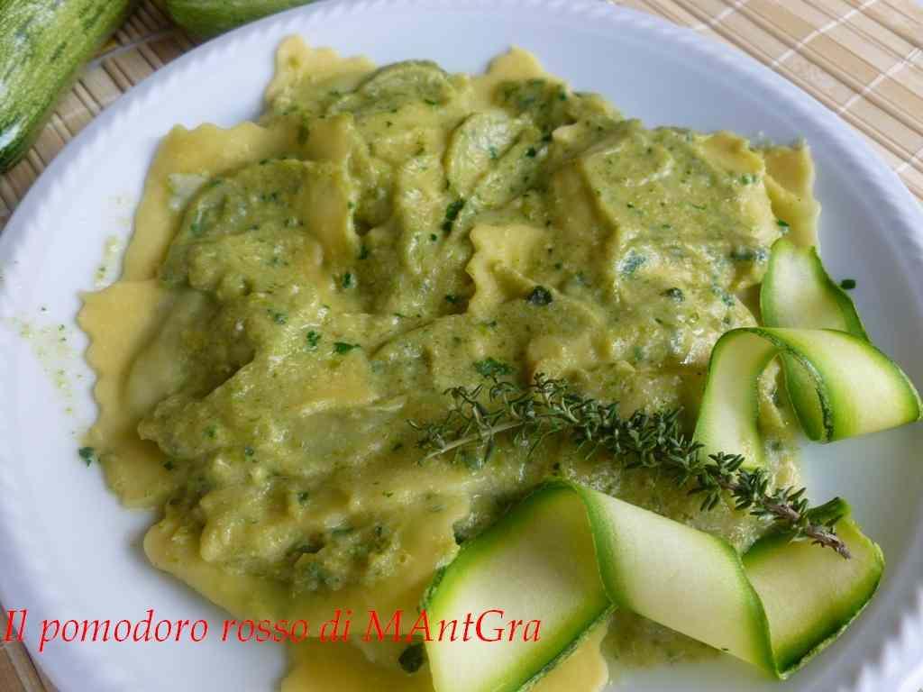 Ricetta: Ravioli di spinaci con crema di zucchine