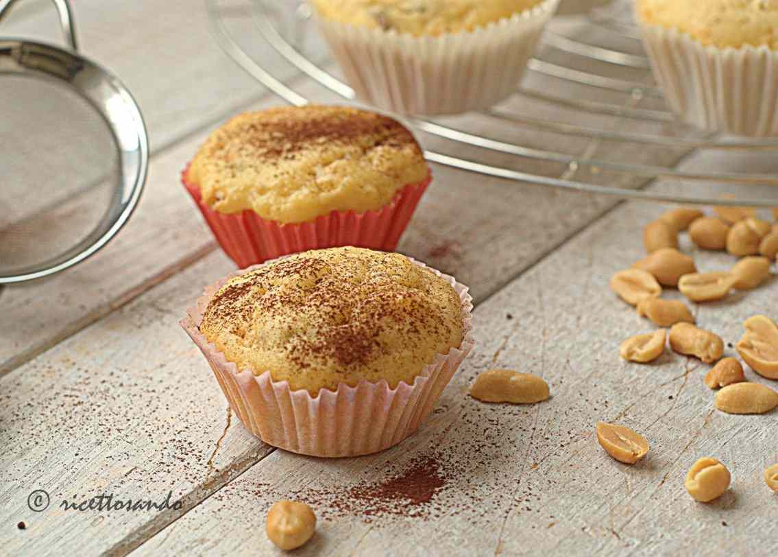 Ricetta: Muffins allo yogurt con arachidi e uvetta