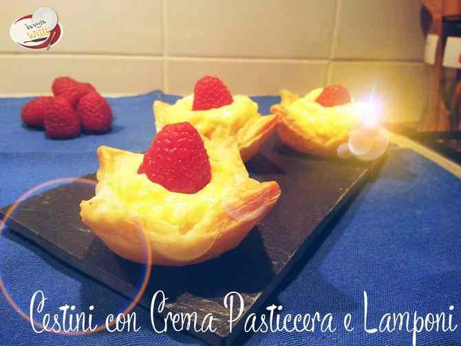 Cestini di pasta sfoglia con crema pasticcera e lamponi