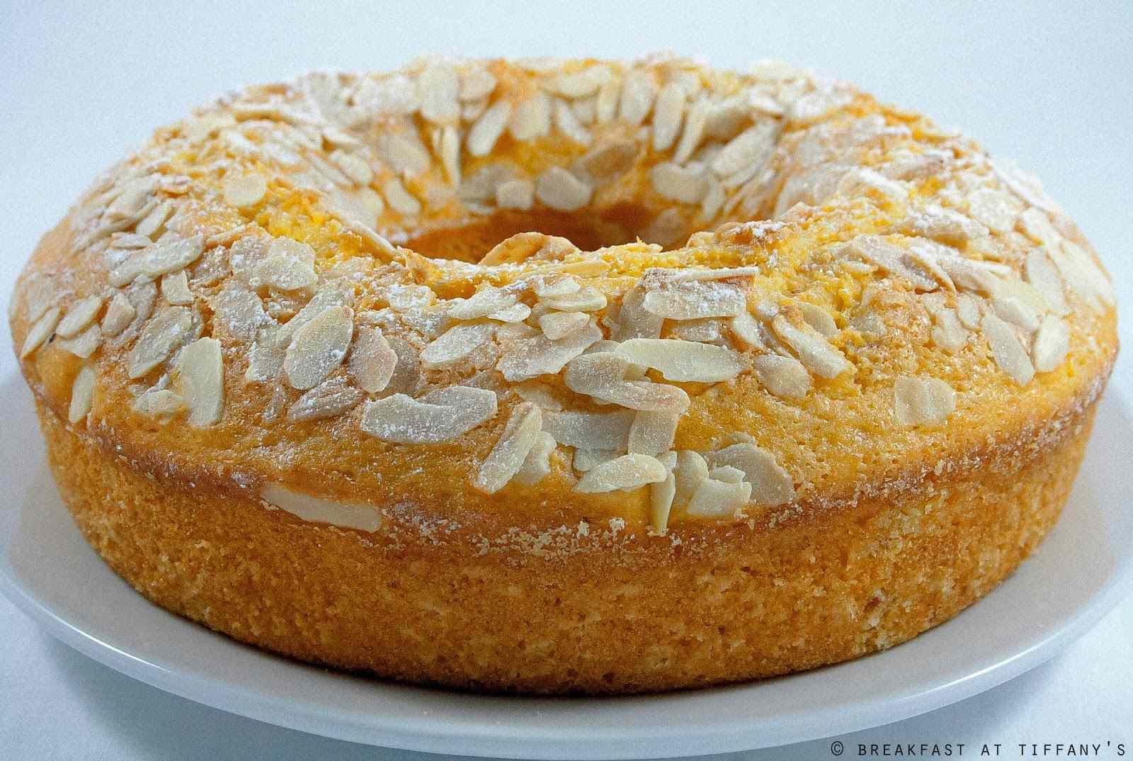 Ricetta: Ciambellone agli agrumi con yogurt e mandorle / Citrus ring-shaped cake with yogurt and almonds