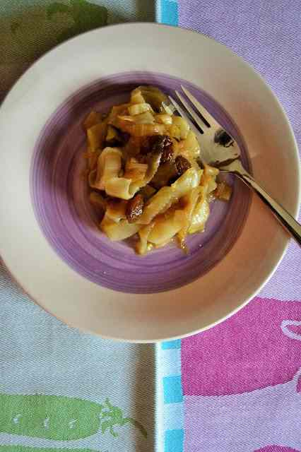 Ricetta: Indivia brasata con aceto di mele ed uvetta