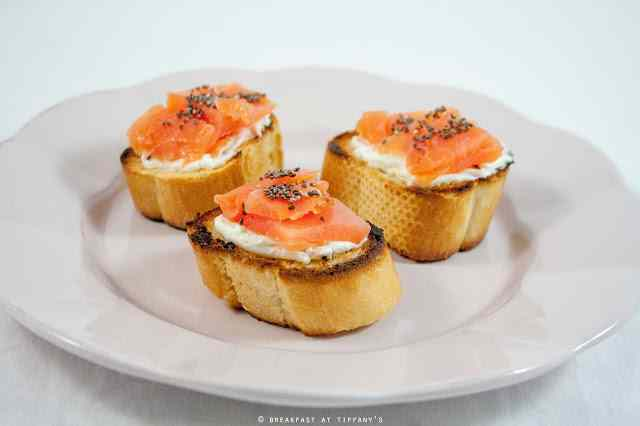 Ricetta: Crostini di salmone affumicato e Philadelphia / Smoked salmon crostini