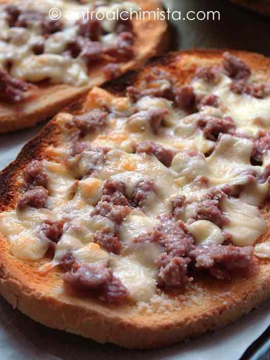 Ricetta: Crostoni con Salsiccia Toscana, Fontina e Parmigiano