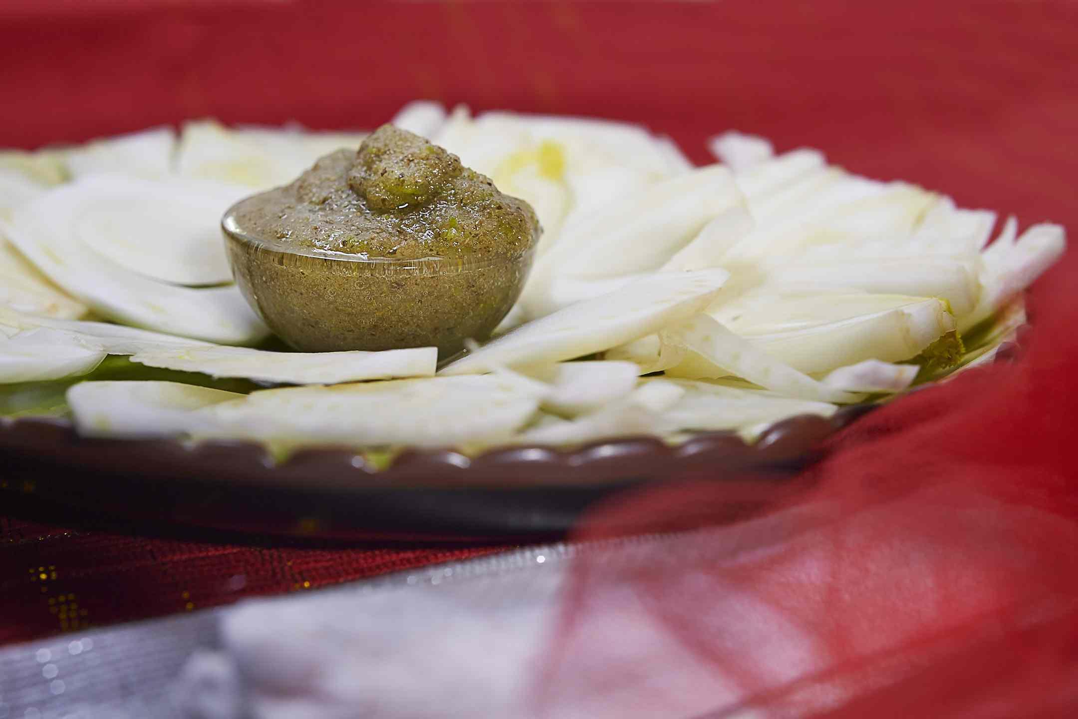 Ricetta: Carpaccio di finocchi con salsa alla menta