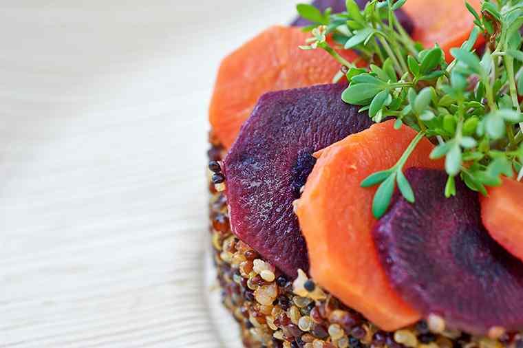 Ricetta: Quinoa con carote bicolore e crescione